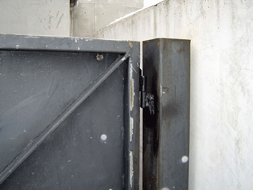 Weld On Hinge For Pipe : Replace rusted hinges grider gates